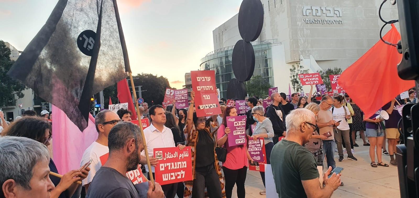"""ח""""כ עודה בעצרת בכיכר הבימה: המאבק איננו בין עם לעם או בין דת לדת"""