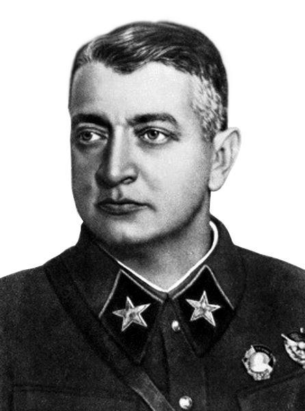המצביא הצבאי הסובייטי ומרשל הצבא האדום טוּכאצֶ'בסקי ; נרצח ב-12 ביוני 1937 בגל הטיהורים הגדול