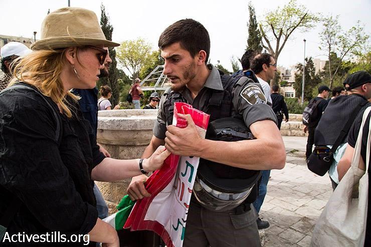 """בעקבות דרישה של ח""""כ כסיף: השר בר-לב קרא למפכ""""ל שלא להחרים דגלי פלסטין בהפגנות"""