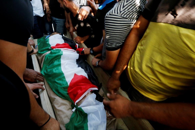רבים השתתפו בהלוויית הגנן הפלסטיני שנורה בדרכו הביתה בידי חיילי הכיבוש