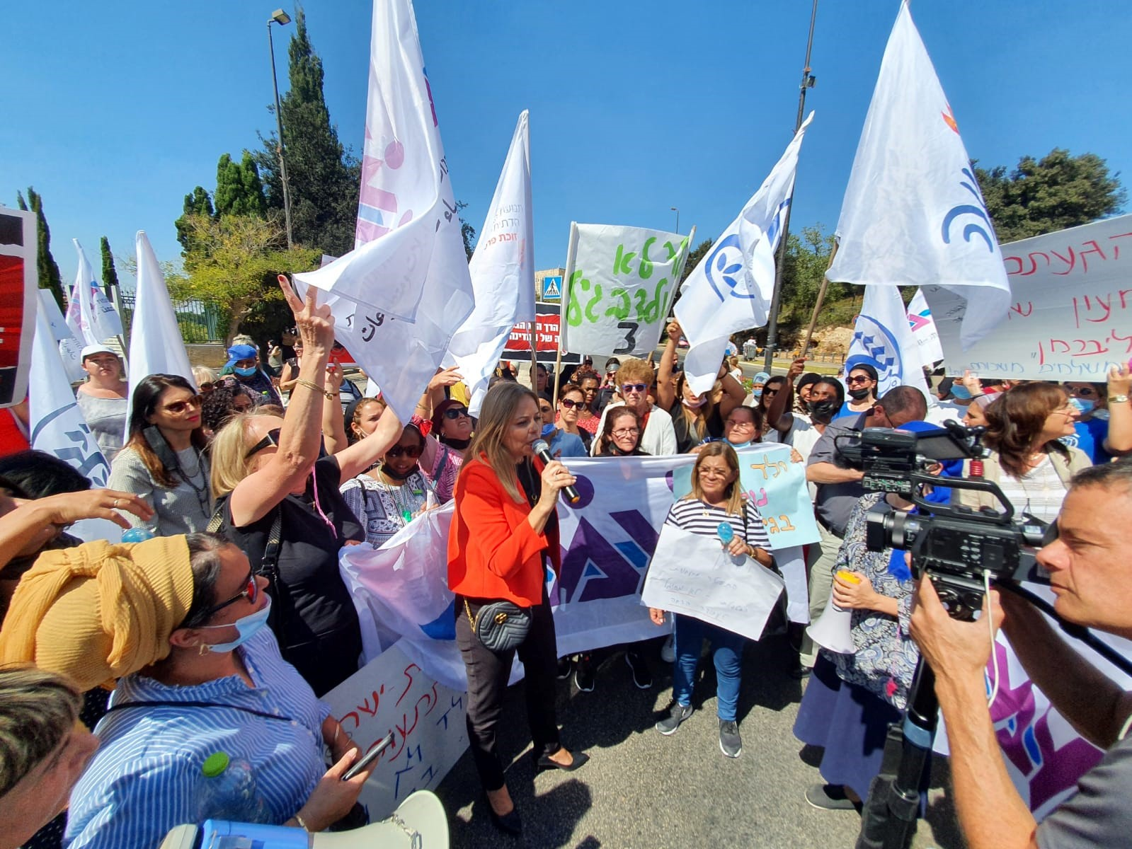 היום השלישי להשבתה: מאות מטפלות הפגינו בירושלים מול משרד האוצר