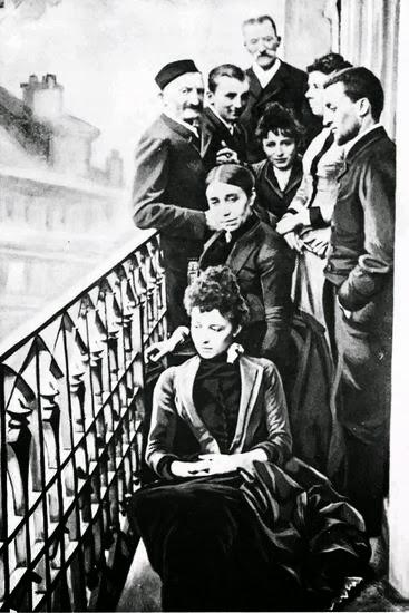 Ο Paul Claudel, η Camille Claudel και ο Paul με την οικογένειά τους στο μπαλκόνι στην Boulevard de Port-Royal στο Παρίσι, 1887. Καθισμένες η αδελφή Louise και η μητέρα του. Ο πατέρας Louis-Prosper και ο Παύλος, Camille