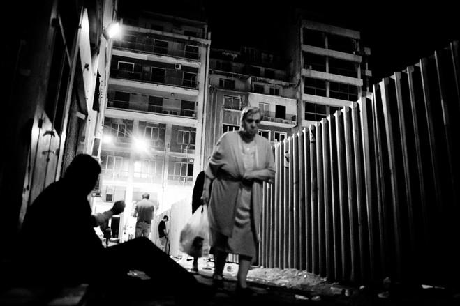 Με την πτώση των επιχειρήσεων και του τουρισμού, η χρήση ναρκωτικών και η πορνεία έχουν εκραγεί, σε μία περιοχή που κάποτε θεωρούταν ως ο ομφαλός της Αθήνας.