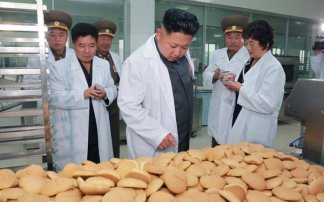 kim jong un u fabrici keksa