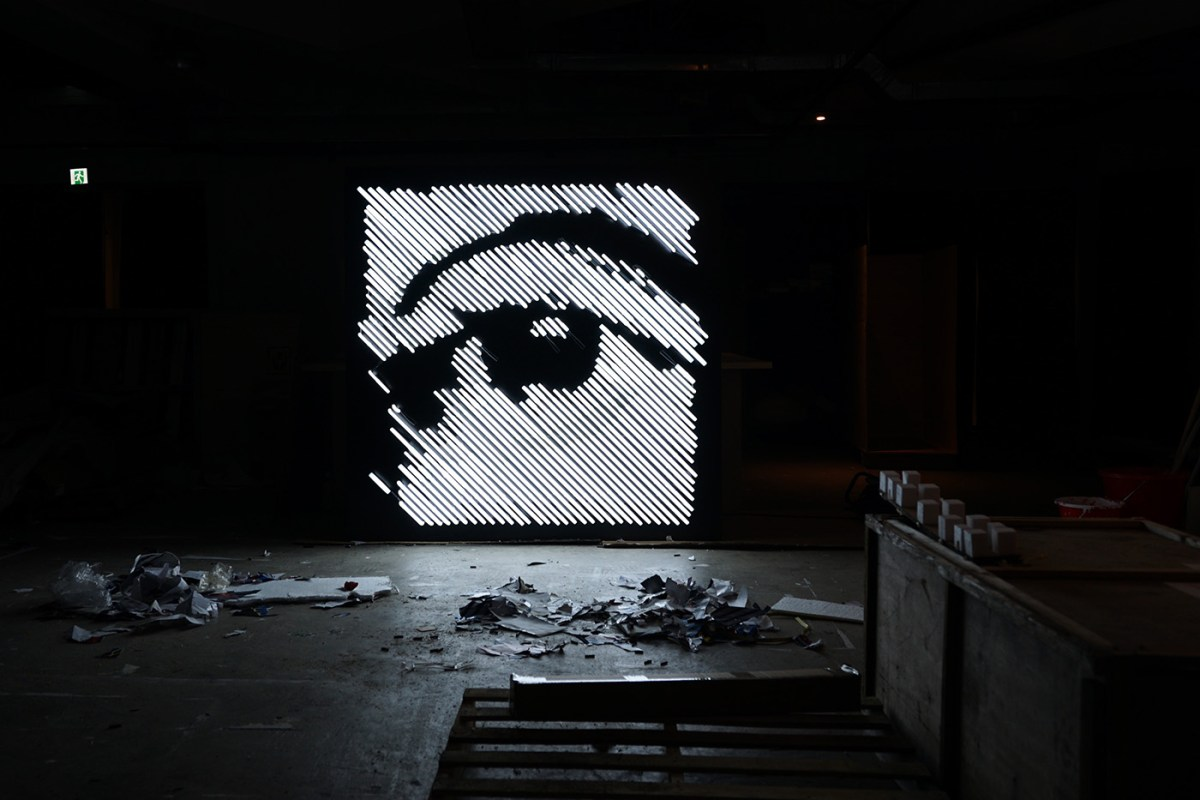 Work in progress of neon installation by Alexandre Farto_- Vhils - Courtesy of HOCA Foundation - 2016
