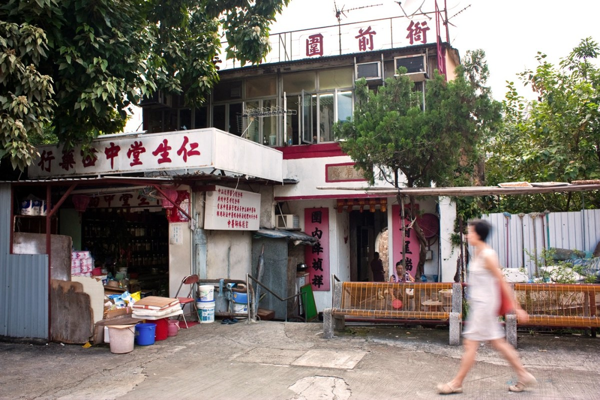 Nga Tsin Wai entrance in 2010 - Photograph of Christopher Dewolf
