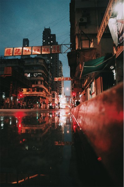 After the rain – blue hour x red lights x old Mong Kok