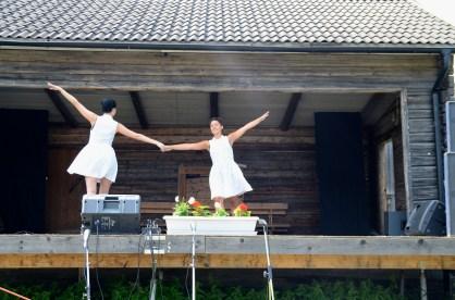 Ida och Pia i en sommardans