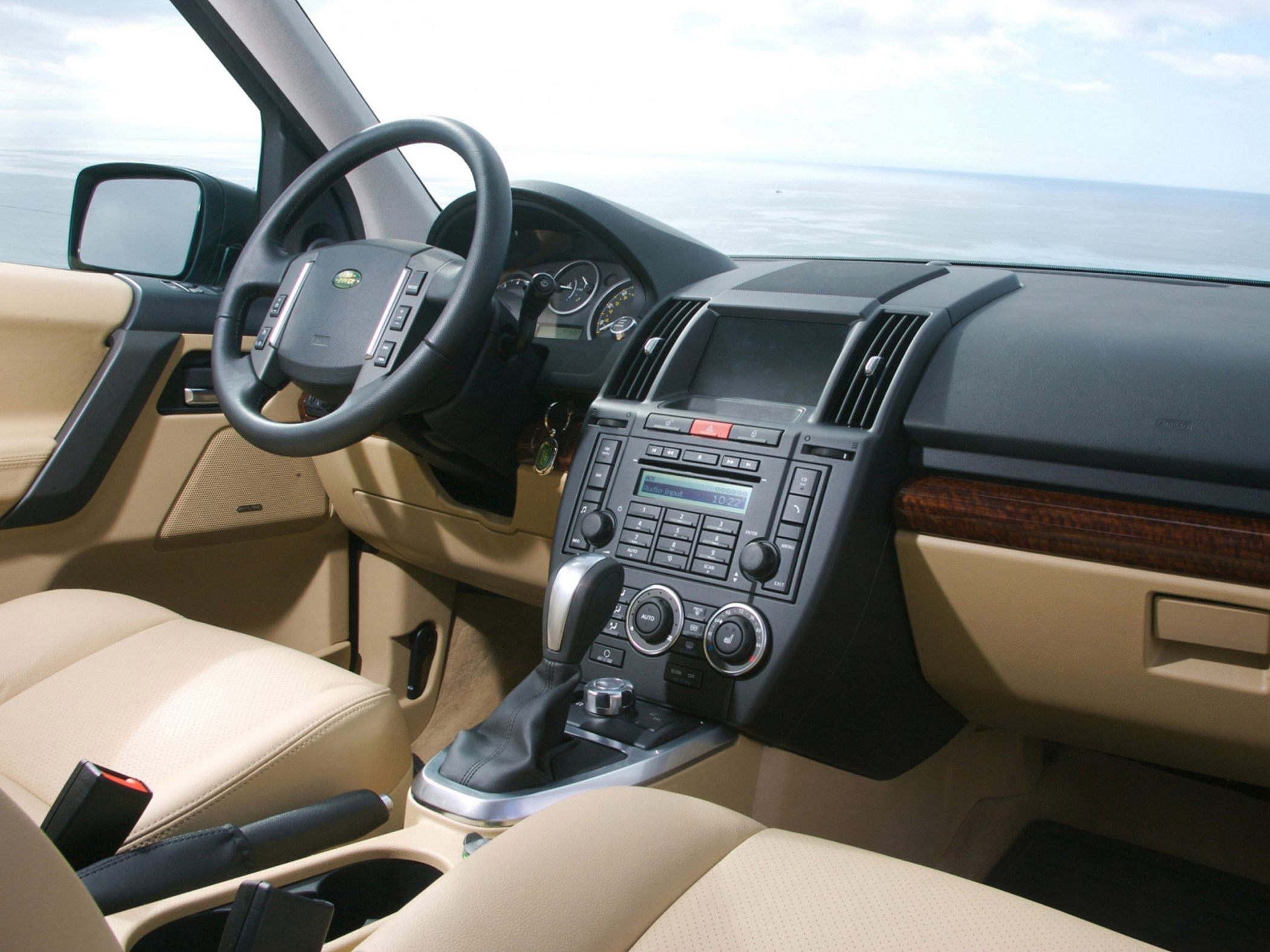 2010 Land Rover LR2 Information and photos ZombieDrive