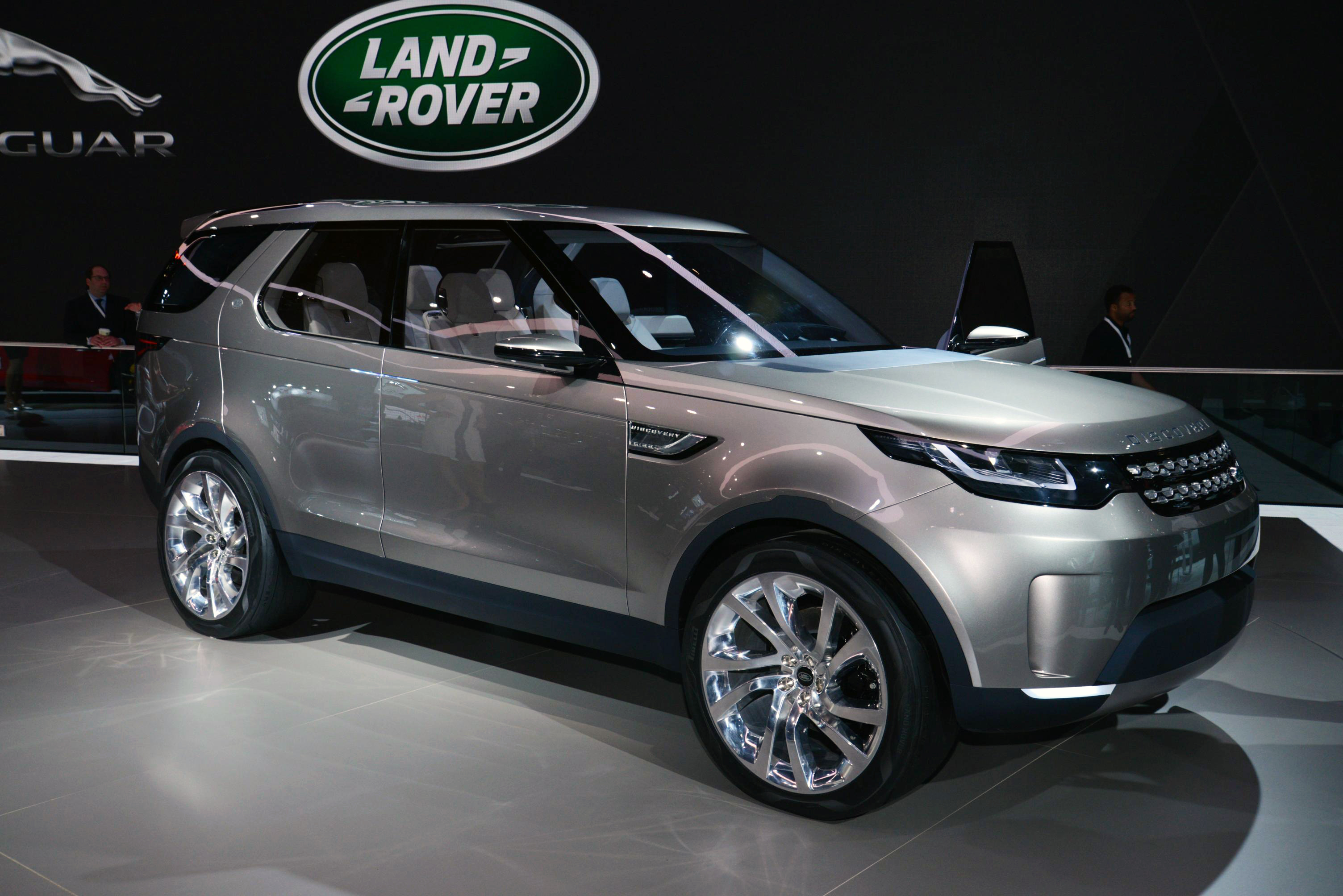 2015 Land Rover Discovery Sport Information and photos ZombieDrive
