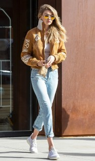 how-it-girls-wear-bomber-jackets-and-you-should-too-1698757-1458160312.600x0c