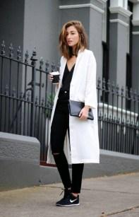 minimalistic-street-style-look-450x699