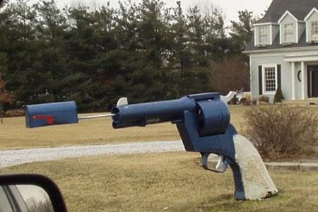 Gun-Mailbox-1