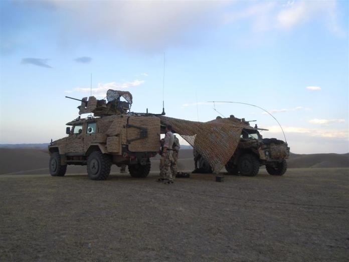 Dos BAe Land Systems RG-32M Galten, pertenecientes al OMLT (Operational Mentoring and Liason Team) Sueco destinado al FOB Sar e Pol, durante su despliegue en Afganistán. El RG-32 es el hermano más chico de la familia del RG-31 contando con un peso de solo 7,5 toneladas, lo que permite acomodar hasta 2 de estos vehículos en un C-130 Hércules. Con una capacidad para 5 tripulantes, el blindaje del RG-32 es capaz de resistir impactos de 7,62 x 51mm OTAN, siendo capaz de recibir armadura adicional. El diseño monocasco en forma de V es capaz de resistir la detonación de una mina DM31. Se encuentra prestando servicio en Eslovaquia, Sudáfrica, Suecia, Irlanda, Egipto, Finlandia y Georgia. Foto: Internet.