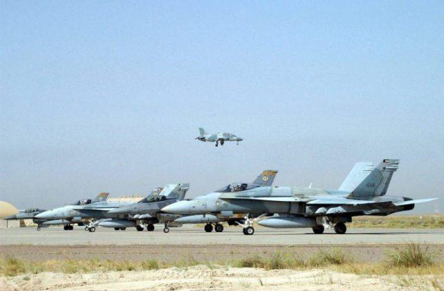F-18C Hornet de la fuerza aérea de Kuwait junto a F-16C Fighting Falcon. Imagen: Internet.