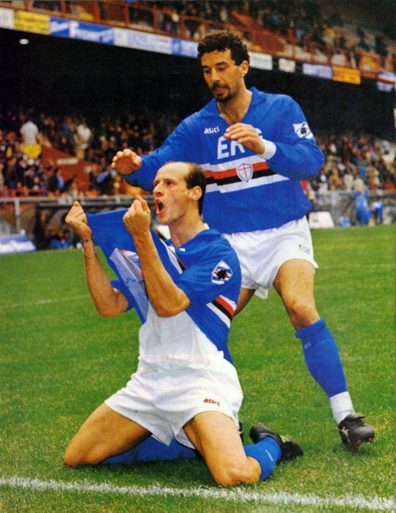 Attilio Lombardo che esulta insieme a Vialli, Marassi