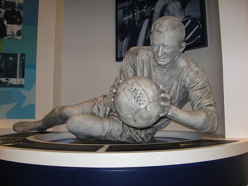 La statua di Trautmann nel museo del City