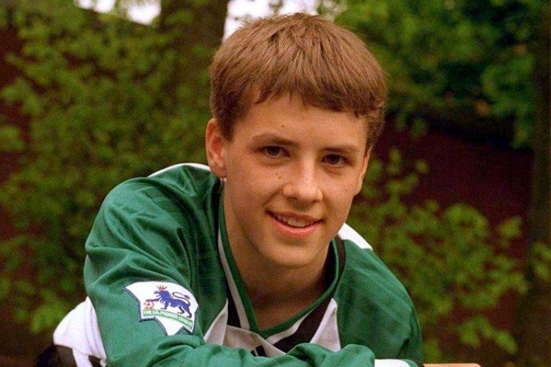 Michael Owen a 16 anni con la tuta del Liverpool