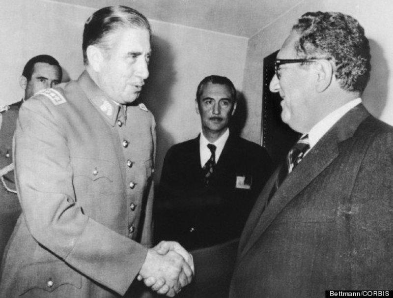 Pinochet e il burattinaio del Golpe, Kissinger (© Bettmann/CORBIS)