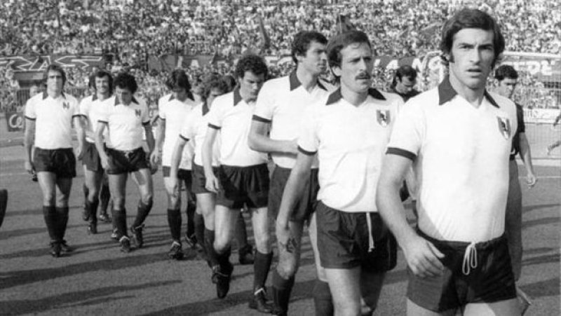 Torino_1976-1977_-_Maglia_bianca