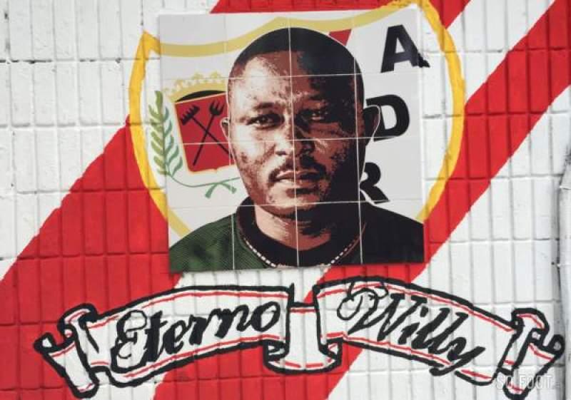 Il murales di Agbonavbare all'ingresso 1 dello stadio di Vallecas