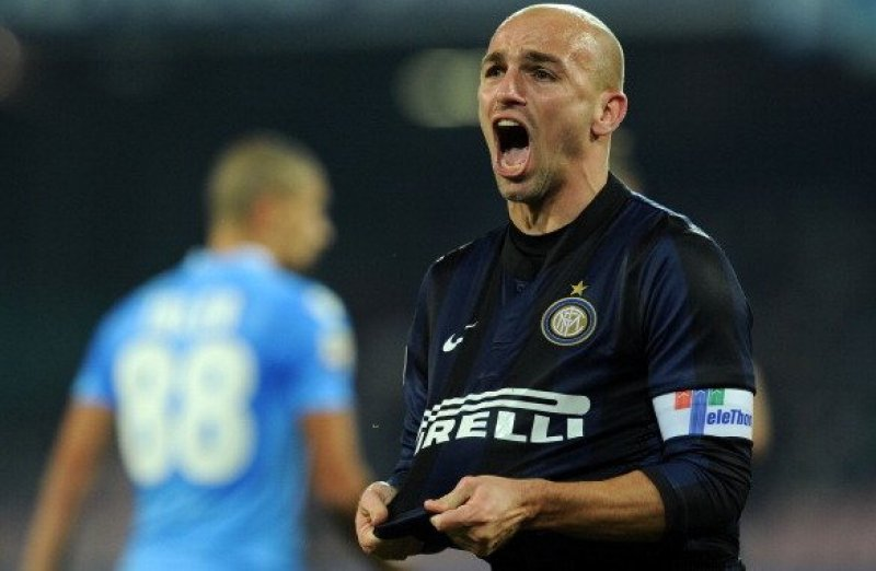 NAPLES, ITALY - DECEMBER 15: Esteban Cambiasso of Inter celebrates after scoring his team's first goal to equalise during the Serie A match between SSC Napoli vs FC Internazionale Milano at Stadio San Paolo on December 15, 2013 in Naples, Italy. (Photo by Giuseppe Bellini/Getty Images)