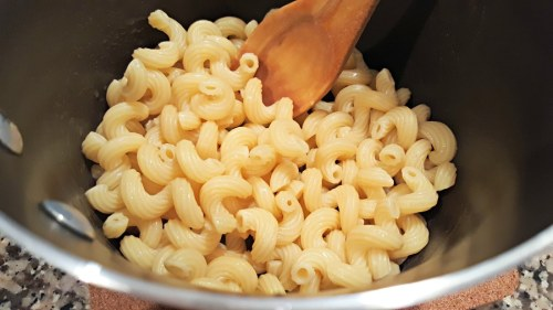 cooked macaroni mixed with melted margarine