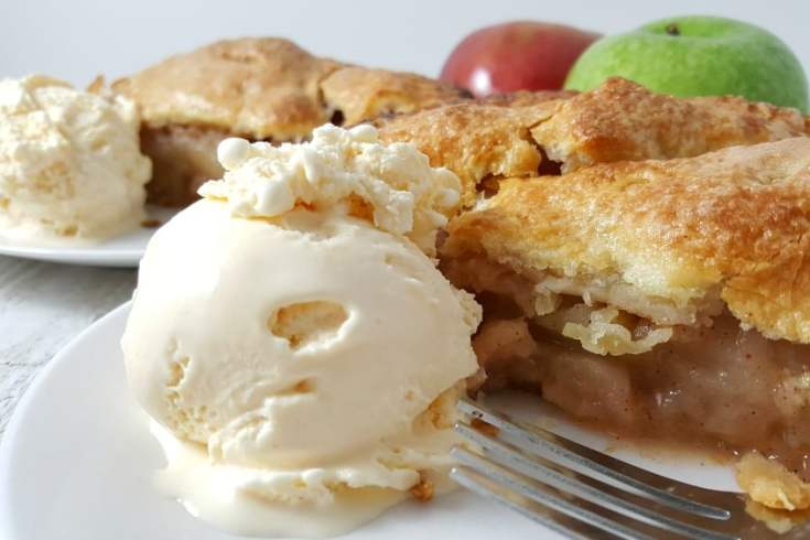 Homemade Apple Pie Recipe - with homemade flaky crust