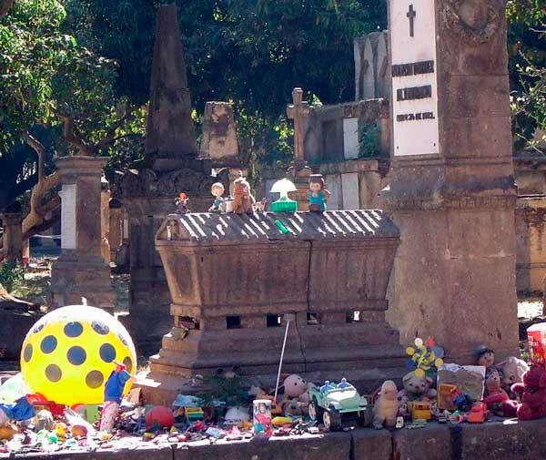 Resultado de imagen para la tumba del niño nachito