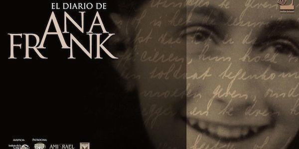 Vemos un libro en su caratula la foto de una niña adolescente que sonríe y en letras blancas se lee Anna Frank