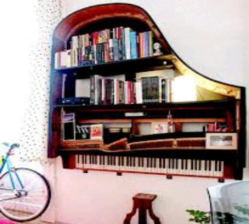 rak buku daur ulang piano