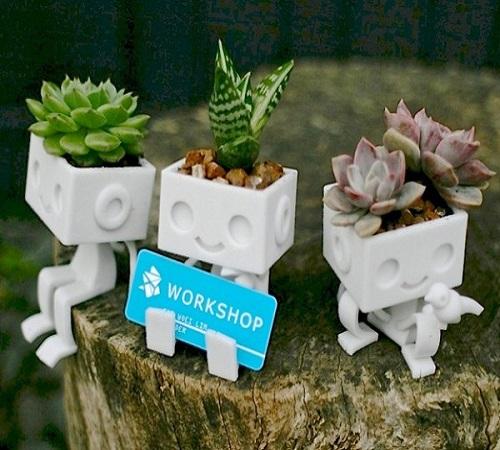pot dari pajangan robot mini