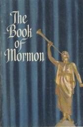 Esta edición de 1964 del Libro de Mormón mostraba fondo azul con un estilo de acordeón.