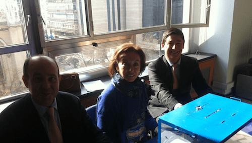 Borja Fanjul, Pilar Liebana y Antonio Amieva, en la mesa de votación