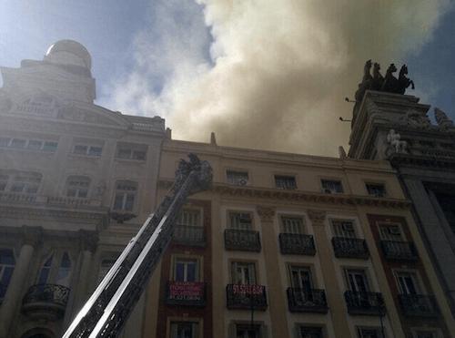 La humareda, vista desde la calle Alcalá - Ayto