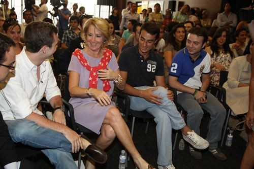 Aguirre (2), junto a Carromero (4), en un acto de NNGG