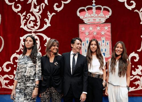 Ignacio González y su familia, en su toma de posesión - CAM