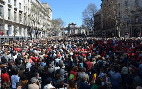 Actuación final en la Puerta de Alcalá - TW @SocialcumbreS