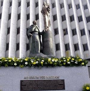 estatua-papa-serrano
