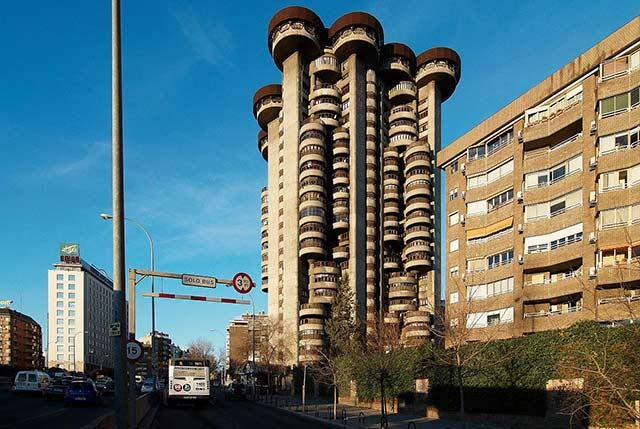 edificio-torres-blancas