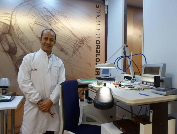 Manuel Muñoz, responsable del Taller Laboratorio Relojero del Norte
