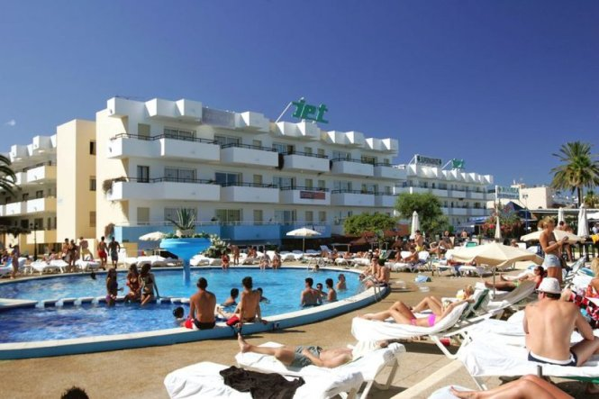 First In Our Series Of Ibiza Hotel The Week We Will Be Taking A Look At Ever Por And Lively Jet Complex Apartments Playa D En Bossa