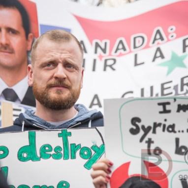 La Place Norman-Bethune fut le théâtre d'une manifestation contre l'attaque américaine en Syrie. Des partisan(e)s du président Bashar el-Assad lui ont affirmé et montré leur soutien.