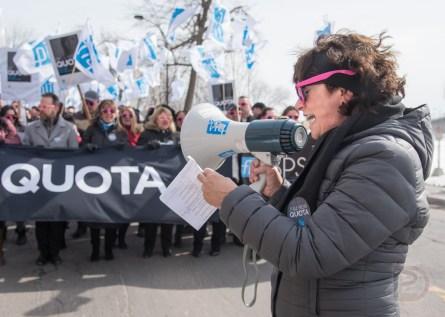 La conseillère syndicale Brigitte Bertrand animait la manifestation.