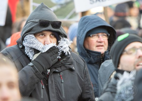 La courte manifestation du collectif La planète s'invite au Parlement a sillonné le centre-ville de Montréal hier.