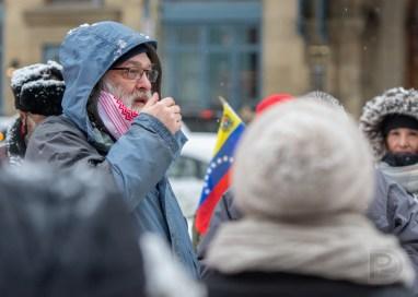 William Sloan, avocat et militant, lors de la manifestation contre le coup d'État au Venezuela et pro-Nicolas Maduro, actuel président
