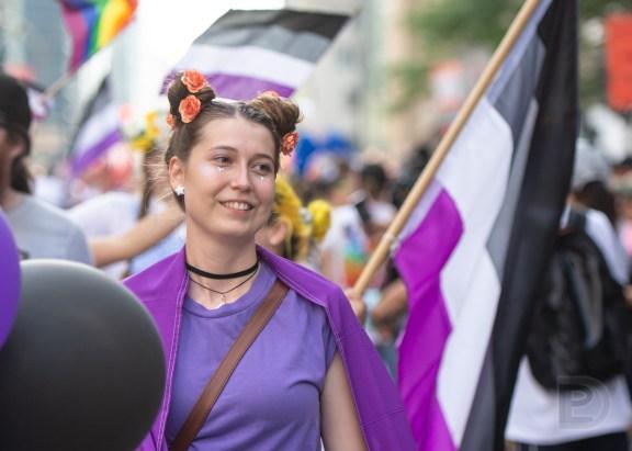Personne asexuelle lors du Défilé de la Fierté de Montréal 2019