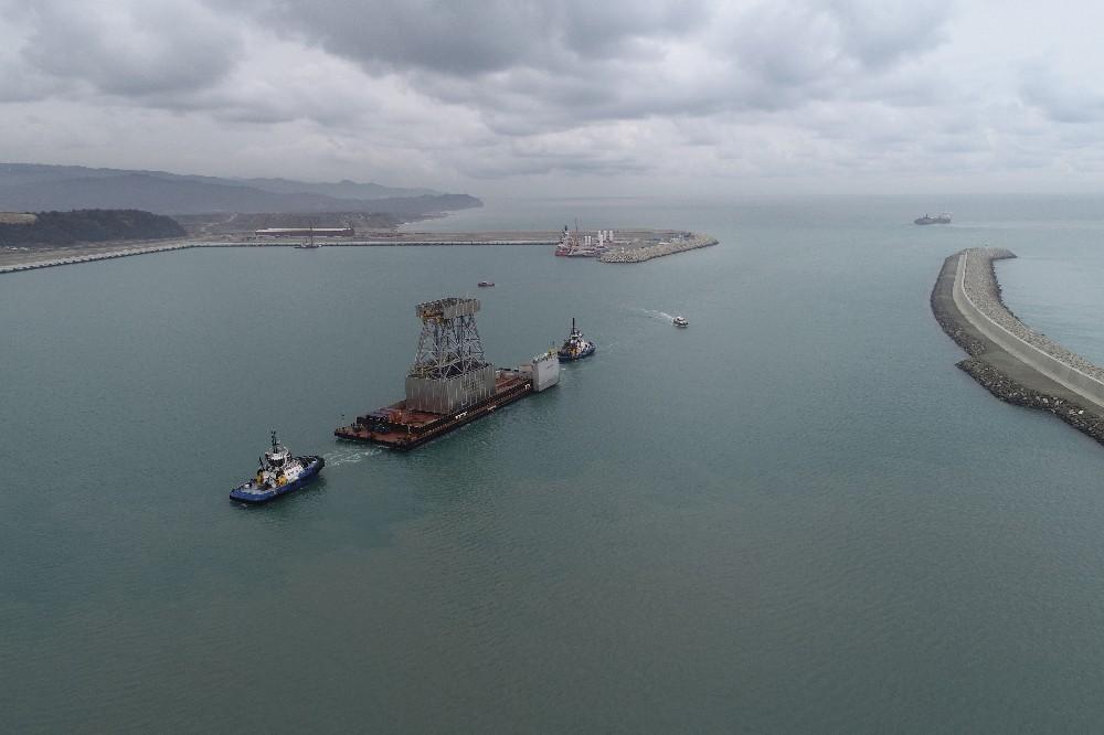 Kanuni Sondaj Gemisi'nin kule platformu Filyos Limanı'nda
