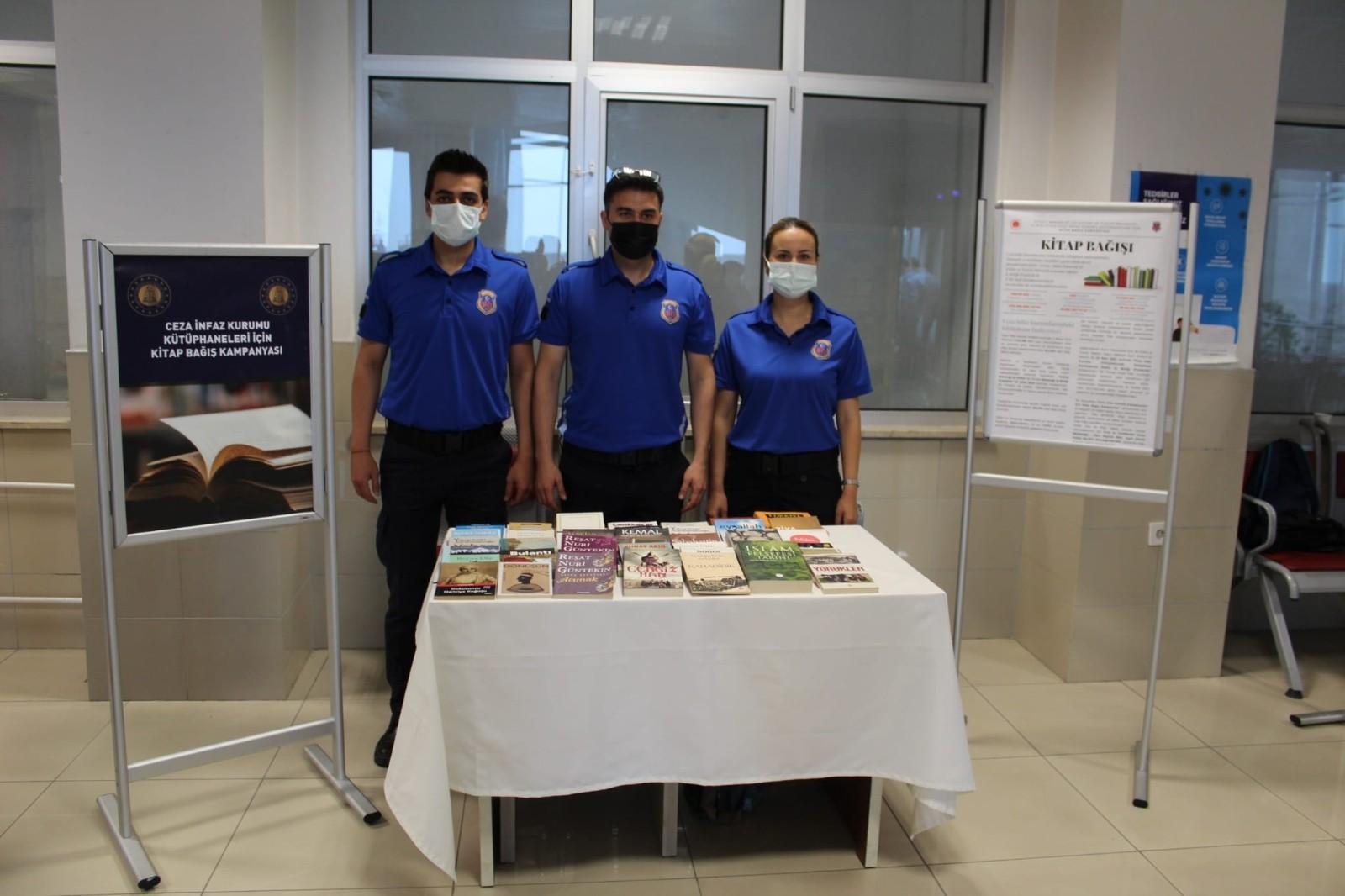 Zonguldak Adliyesi'nde ilk kitabı bağışladılar