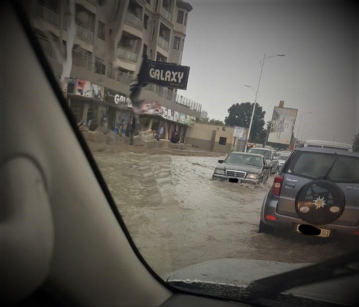 Vue de l'avenue de Libération ex. 24 Novembre - Kinshasa @Zoom_eco